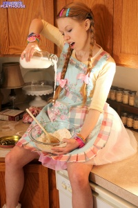 Dolly - Baking Cookies - [dolly's-playhouse] JYXRdT6i