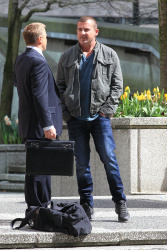 Dominic Purcell on the set of 'Bailout: The Age of Greed' - April 27, 2012 - 17xHQ SsGH6bgL