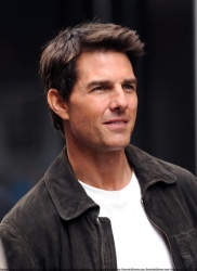 Tom Cruise - on the set of 'Oblivion' in New York City - June 13, 2012 - 52xHQ TIZVeBAY