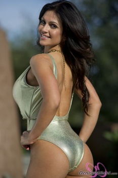 Дениз Милани, фото 4895. Denise Milani Gold One-Piece (Low Quality), foto 4895