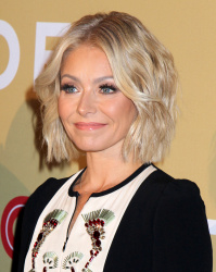 Kelly Ripa - 2015 CNN Heroes: An All-Star Tribute @ the American Museum of Natural History in NYC - 11/17/15