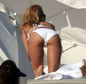 ass's challenge : Kelly Brook vs Jessica Alba ?