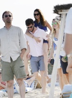 Nina Dobrev with her boyfriend Austin Stowell in Saint-Tropez (July 24) KETlLHyT