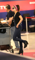 Nina Dobrev at LAX Airport (March 27) Fo4yl2Qx