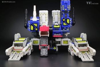[MakeToys] Produit Tiers - MCB-002 Utopia (aka Métroplex) + MCB-02D Dystopia (aka Metrotitan) OSANsVsv