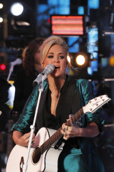 Carrie Underwood - Dick Clark's New Year's Rockin' Eve 2016 @ Times Square in NYC - 12/31/15