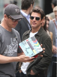 Tom Cruise - on the set of 'Oblivion' outside at the Empire State Building - June 12, 2012 - 376xHQ 5Q5PBg8J