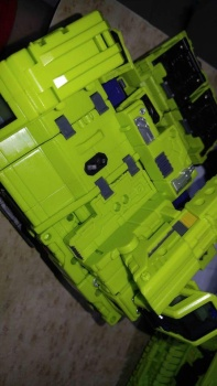 [Toyworld] Produit Tiers - Jouet TW-C Constructor aka Devastator/Dévastateur (Version vert G1 et jaune G2) - Page 7 UnfoDf2K