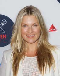 Ali Larter - 2nd Annual Delta Open Mic @ Arena in NYC - 08/26/15