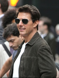Tom Cruise - on the set of 'Oblivion' outside at the Empire State Building - June 12, 2012 - 376xHQ XgHLPriM