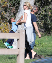 Sean Penn - Sean Penn and Charlize Theron - enjoy a day the park in Studio City, California with Charlize's son Jackson on February 8, 2015 (28xHQ) TQf5DQds