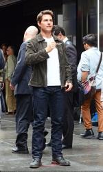 Tom Cruise - on the set of 'Oblivion' in New York City - June 13, 2012 - 52xHQ Bk9D72ih