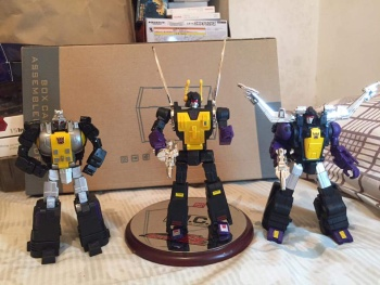 [Fanstoys] Produit Tiers - Jouet FT-12 Grenadier / FT-13 Mercenary / FT-14 Forager - aka Insecticons - Page 4 QPsgyGIN