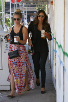Nina Dobrev with Hilary at Alfred Coffee & Kitchen in West Hollywood (July 29) KlPjQndH