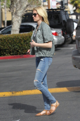 Elizabeth Banks - at Trader Joe's in LA 3/2/13