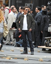 Tom Cruise - on the set of 'Oblivion' outside at the Empire State Building - June 12, 2012 - 376xHQ 6PIf0KHM