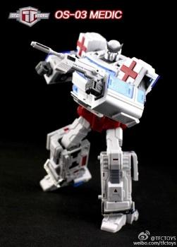 [TFC Toys] Produit Tiers - OS-01 Ironwill (aka Ironhide/Rhino) & OS-03 Medic (aka Ratchet/Mécano) U6xumaAZ