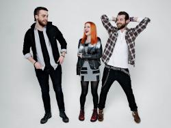 Paramore (Hayley Williams,  Jeremy Davis, Taylor York) - Chris McAndrew Photoshoot for The Guardian (February, 2013) - 35xHQ CXoDVatP