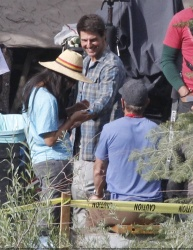 Tom Cruise - on the set of 'Oblivion' in Mammoth Lakes, California - July 11, 2012 - 18xHQ 0FRN46AJ