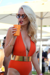 Rhian Sugden celebrating her birthday at a pool party at the Ocean Club in Ibiza (11.9.2016)