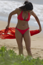 Padma Lakshmi shows off her bikini body while vacationing in Hawaii (Oct. 4)