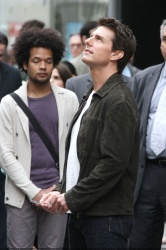 Tom Cruise - on the set of 'Oblivion' outside at the Empire State Building - June 12, 2012 - 376xHQ RTx9uaOP