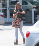 Reese Witherspoon at the Brentwood Country Mart July 28-2015 x11