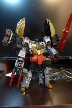 [Toyworld][Zeta Toys] Produit Tiers - Jouet TW-D aka Combiner Dinobots UG0IVX70