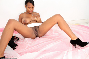 231124 - Shelly black women