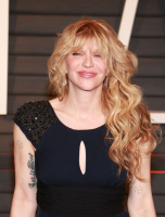"""Courtney Love """"2015 Vanity Fair Oscar Party hosted by Graydon Carter at Wallis Annenberg Center for the Performing Arts in Beverly Hills"""" (22.02.2015) 49x 1RvsXqMD"""