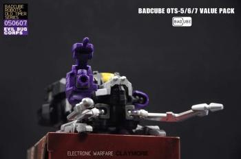[BadCube] Produit Tiers - Jouet OTS-05 Claymore / OTS-06 Hypno / OTS-07 Kickbutt - aka Insecticons 53VomY8U
