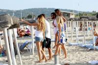 Nina Dobrev with her boyfriend Austin Stowell in Saint-Tropez (July 24) IYeK6NU5