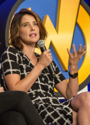 Cobie Smulders - Wizard World Chicago 2017 @ Donald E. Stephens Convention Center in Rosemont - 08/26/17