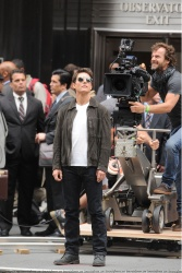 Tom Cruise - on the set of 'Oblivion' outside at the Empire State Building - June 12, 2012 - 376xHQ 9h9xDUYp