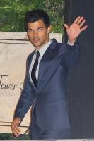 Taylor Lautner - Imagenes/Videos de Paparazzi / Estudio/ Eventos etc. - Página 38 AdngyNuT