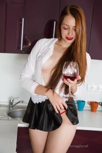 Isabella - In The Kitchen - [famegirls] FmtNsvqm