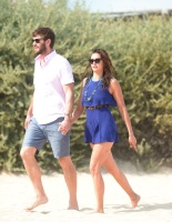 Nina Dobrev with her boyfriend Austin Stowell in Saint-Tropez (July 24) XLuTKWGx