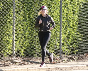 Reese Witherspoon - Jogging in Los Angeles - March 2nd 2017