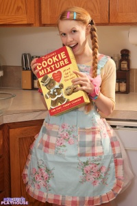 Dolly - Baking Cookies - [dolly's-playhouse] 8AddWgNG
