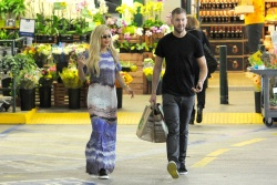 Calvin Harris and Rita Ora - out in New York - June 20, 2013 - 24xHQ U62ewg7O