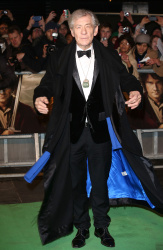 Ian McKellen - Royal Film Performance of 'The Hobbit An Unexpected Journey' at Odeon Leicester Square in London - December 12, 2012 - 5xHQ Ts8k8MFP