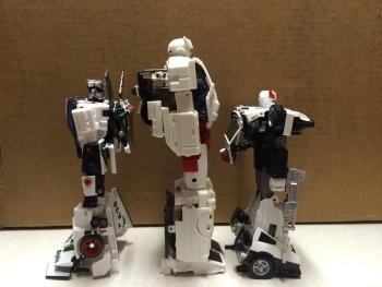 [Voodoo Robots] Produit Tiers - Salus (aka Ratchet/Mécano) & Animus (aka Ironhide/Rhino) BkArlhor