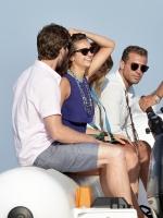 Nina Dobrev with her boyfriend Austin Stowell in Saint-Tropez (July 24) 0azM8e1x