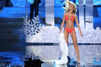 Amy Willerton red bikini Russia