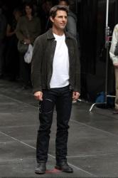 Tom Cruise - on the set of 'Oblivion' in New York City - June 13, 2012 - 52xHQ PgNSK9Cf