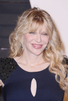 """Courtney Love """"2015 Vanity Fair Oscar Party hosted by Graydon Carter at Wallis Annenberg Center for the Performing Arts in Beverly Hills"""" (22.02.2015) 49x Emi9DomO"""