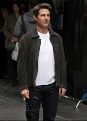 Tom Cruise - on the set of 'Oblivion' in New York City - June 13, 2012 - 52xHQ MnLi2HCN