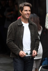 Tom Cruise - on the set of 'Oblivion' in New York City - June 13, 2012 - 52xHQ D2VnXCKw