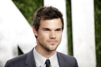 Taylor Lautner - Imagenes/Videos de Paparazzi / Estudio/ Eventos etc. - Página 38 AbbZLaEZ