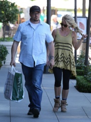 Britney Spears - at Bristol Farms in Thousand Oaks 4/19/13